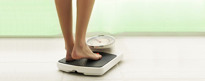 Featured-image-Female-standing-on-the-weight-scale-of-formul-milk